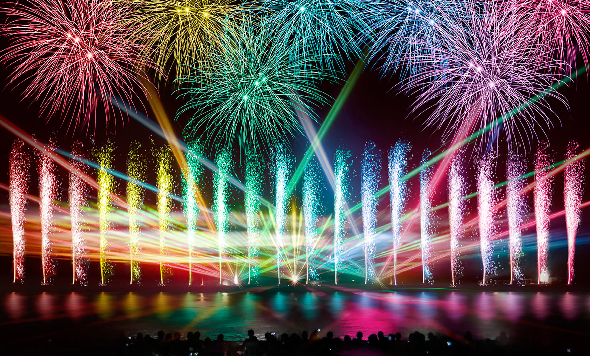 https://www.huistenbosch.co.jp/event/fireworks/rainbow/images/index/intro/main01_sp.jpg